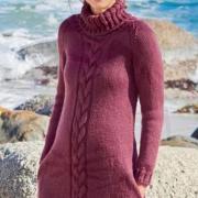 Как связать спицами платье-пуловер с рельефным рисунком и высоким воротом