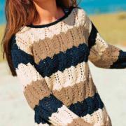 Как связать спицами полосатый свитер с ажурными ромбами