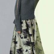 Как связать спицами пуловер с баской и ажурной полосой на рукавах