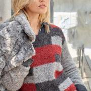 Как связать спицами пуловер букле с цветным рисунком