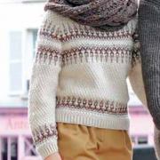Как связать спицами пуловер с цветной полосой и объемный узорчатый шарф