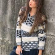 Как связать спицами пуловер с цветными полосами