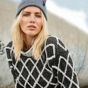 Как связать спицами пуловер с цветными ромбами