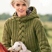 Как связать спицами пуловер с капюшоном и косой по центру