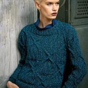 Как связать спицами пуловер с косами и круглым вырезом