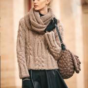 Как связать спицами пуловер с крупным рельефным узором и шарф-снуд