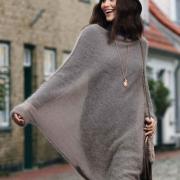 Как связать спицами пуловер-пончо с длинным рукавом платочной вязкой