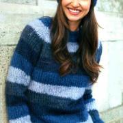 Как связать спицами пуловер в цветную широкую полоску