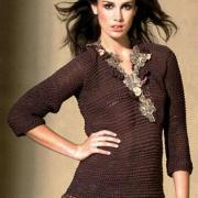 Как связать спицами пуловер с воротником из ленты