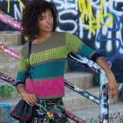 Как связать спицами разноцветный джемпер в полоску
