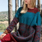 Как связать спицами разноцветный пуловер-платье оверсайз с капюшоном