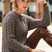 Как связать спицами рельефный пуловер с объемным узором из кос