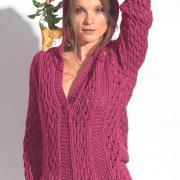 Как связать спицами розовый пуловер с капюшоном