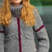 Как связать спицами свитер с контрастной полосой