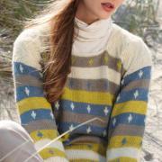 Как связать спицами свитер с контрастными цветными полосами