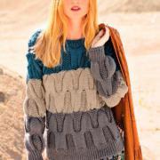 Как связать спицами трехцветный пуловер с крупным узором