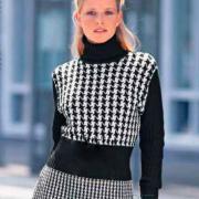 Как связать спицами удлиненный свитер в черно-белой гамме