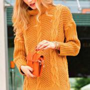 Как связать спицами удлиненный свитер с вертикальными «косами»
