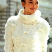 Как связать спицами укороченный свитер с крупным узором