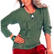 Как связать спицами зеленый пуловер с ажурными полосами