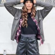 Как связать спицами куртка-жакет с карманами и полосатая шапочка