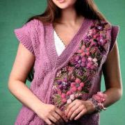 Как связать спицами жилет с вышивкой и асимметричным вырезом