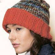Как связать спицами цветная шапка с отворотом