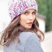 Как связать спицами цветная шапка толстыми спицами