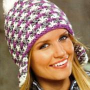 Как связать спицами цветная шапка с ушками и помпоном