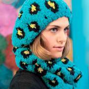 Как связать спицами цветной берет, шарфик и митенки