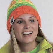 Как связать спицами контрастная шапка бини