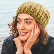 Как связать спицами шапка бини крупной вязки