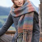Как связать спицами шапка и длинный шарф с кистями