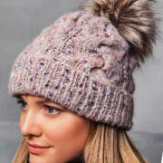 Как связать спицами шапка с косами и меховым помпоном