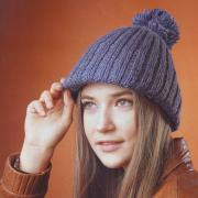 Как связать спицами шапка с помпоном и козырьком