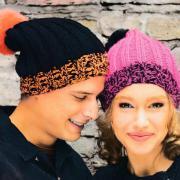 Как связать спицами шапка резинкой с помпоном в мужском и женском варинте