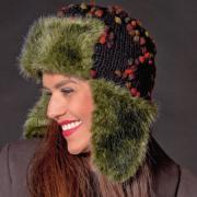 Как связать спицами шапка-ушанка с цветной вышивкой