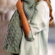 Как связать спицами шапочка и шарф с крупным узором из кос