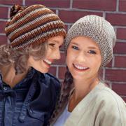Как связать спицами шапочка в спортивном стиле с помпоном