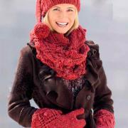 Как связать спицами ажурный комплект из шарфика, шапочки и варежек с шишечками
