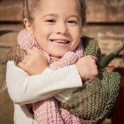Как связать спицами цветной детский платок