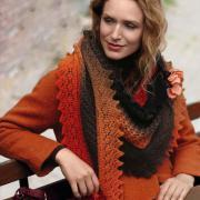 Как связать спицами цветной платок с ажурной каймой
