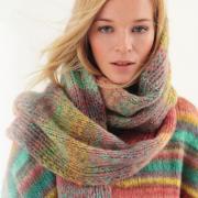 Как связать спицами цветной удлиненный шарф