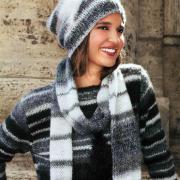 Как связать спицами длинный шарф в серо-белую полоску