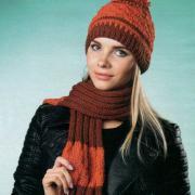 Как связать спицами двухцветный комплект из шапочки с помпоном и шарфика