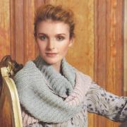 Как связать спицами двухцветный шарф-снуд