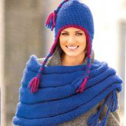 Как связать спицами комплект из накидки и шапки в синем цвете