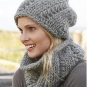 Как связать спицами объемный шарф-хомут и шапочка