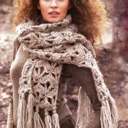 Как связать спицами серый шарф с кистями