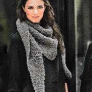 Как связать спицами шарф-косынка платочной вязкой